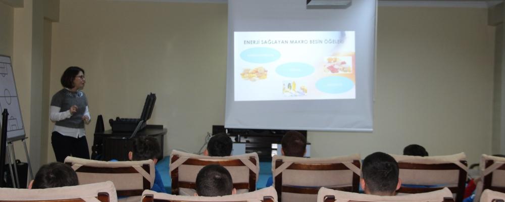 Takımımız 'Sporcularda Beslenme' Konulu Eğitim Aldı